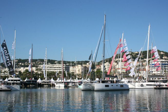 Catamaran au salon nautique du Cannes Yachting Festival